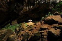 Pavillon de Khuha Kharuehat, caverne de Phraya Nakhon, Khao Sam Roi Yot National Park, Thaïlande image libre de droits