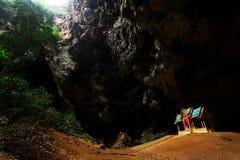 Pavillon de Khuha Kharuehat, caverne de Phraya Nakhon, Khao Sam Roi Yot National Park, Thaïlande images libres de droits