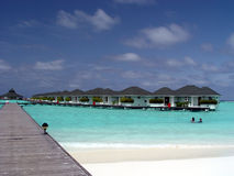 Pavillon de l'eau en île de paradis, Maldives photo stock