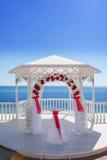 Pavillon de mariage par la mer Photographie stock libre de droits