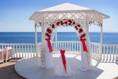 Pavillon de mariage par la mer Image libre de droits