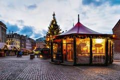 Pavillon de Noël au marché de Noël à Riga Photo libre de droits