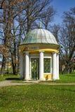 Pavillon de ressort d'eau minérale froid dans la petite ville de Bohème occidentale Frantiskovy Lazne Franzensbad - République Tc Photos libres de droits