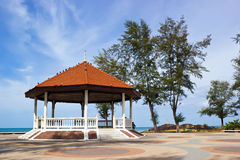 Pavillon de taverne près de la mer Photographie stock