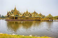 Pavillon du éclairé en parc de ville antique, Muang Boran, province de Samut Prakan, Thaïlande image libre de droits