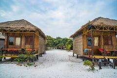 Pavillon en bambou indigène sur Haad que la plage de Sadet sur l'île de Koh Phangan images libres de droits