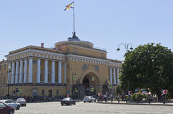 Pavillon est d'Amirauté à St Petersburg Images stock