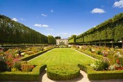 Pavillon et jardin français photographie stock libre de droits