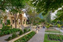 Pavillon néoclassique dans le jardin des rêves photos libres de droits