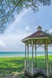 Pavillon am Strand lizenzfreie stockbilder