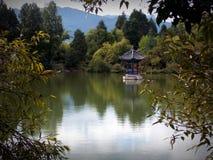 Pavillon sur l'eau Image libre de droits