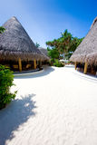Pavillon sur la plage de corail Photos stock
