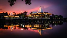 Pavillon sur le lac Photographie stock