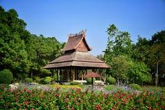 Pavillon thaïlandais de style de la Thaïlande en parc Image stock