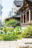 Pavillon und grüner Baum Stockbild