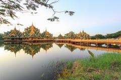 Pavillon von erleuchtet in altem Siam, Samutparkan, Thailand stockbild