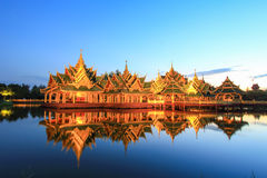 Pavillon von erleuchtet in altem Siam, Samutparkan, Thailand lizenzfreie stockfotografie