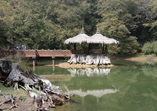 Pavillonreflexion auf See Stockfotografie
