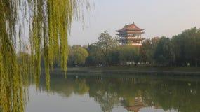 Pavillons auf dem Riverbank stockbild