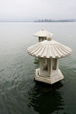 Pavillons chinois sur le lac occidental Photos stock