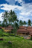 Pavillons dans un jardin tropical sur la plage Photos libres de droits