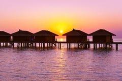 Pavillons de l'eau sur l'île des Maldives Image stock