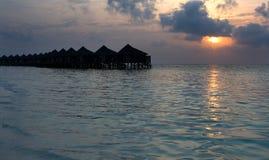 Pavillons sur une île tropicale Images stock