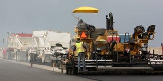 Pavimentação com caminhões Fotos de Stock Royalty Free