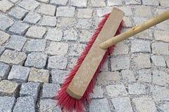 A pavimentação de escovadela trabalha com as pedras novas do granito fotografia de stock