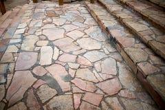 Pavimentação louca e etapas da rocha natural Imagem de Stock