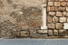 Pavimentadoras abstractas de la columna de la pared de ladrillo fotografía de archivo
