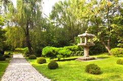 Pavimentando a estrada no jardim decorativo, Kesson, Coreia do Norte Fotografia de Stock Royalty Free