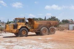 Pavimentando uma estrada nova. Fotos de Stock Royalty Free