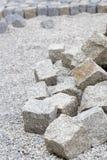 Pavimentar trabalha com pedras do granito imagem de stock
