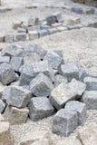 Pavimentar trabalha com pedras do granito fotos de stock