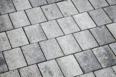 Pavimentazione concreta grigia della piastrellatura, struttura del fondo Immagini Stock