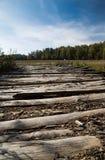 Pavimentazione dai bordi nel campo Fotografia Stock