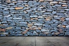 Pavimentazione del cemento e della parete di pietra Fotografia Stock Libera da Diritti