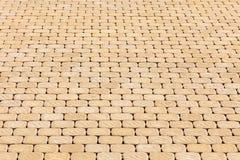Pavimentazione delle lastre per pavimentazione gialle fotografia stock