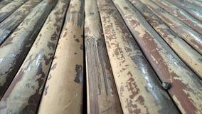 Pavimentazione di bambù con la pittura incrinata Immagini Stock
