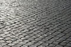 Pavimentazione di pietra grigia del fondo del ciottolo Immagine Stock