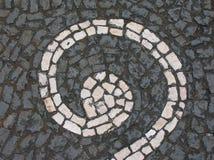 Pavimentazione grigia con la spirale bianca Fotografia Stock