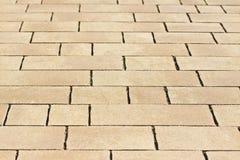 Pavimentazione nuova fatta con i blocchi di pietra colorati di dimensioni differenti Fotografia Stock