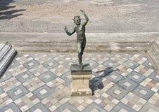 Pavimentazione in piastrelle tridimensionale del mosaico nella Camera del fauno, Di Pompei di Scavi fotografie stock libere da diritti