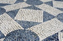 Pavimentazione portoghese a Lisbona, Portogallo Fotografie Stock