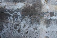 Pavimentazione stagionata, macchiata, invecchiata e incrinata Fotografie Stock