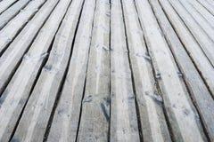 Pavimento all'aperto di legno grigio del terrazzo Fotografie Stock Libere da Diritti