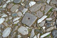 """Pavimento alrededor del """"Assumption del monasterio de Bachkovo del  santo de Virgin†fotos de archivo"""