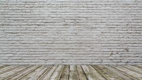 Pavimento bianco di legno e del muro di mattoni Fotografia Stock