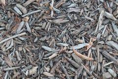 Pavimento con il letto dei pezzi di legno e di foglie immagini stock libere da diritti